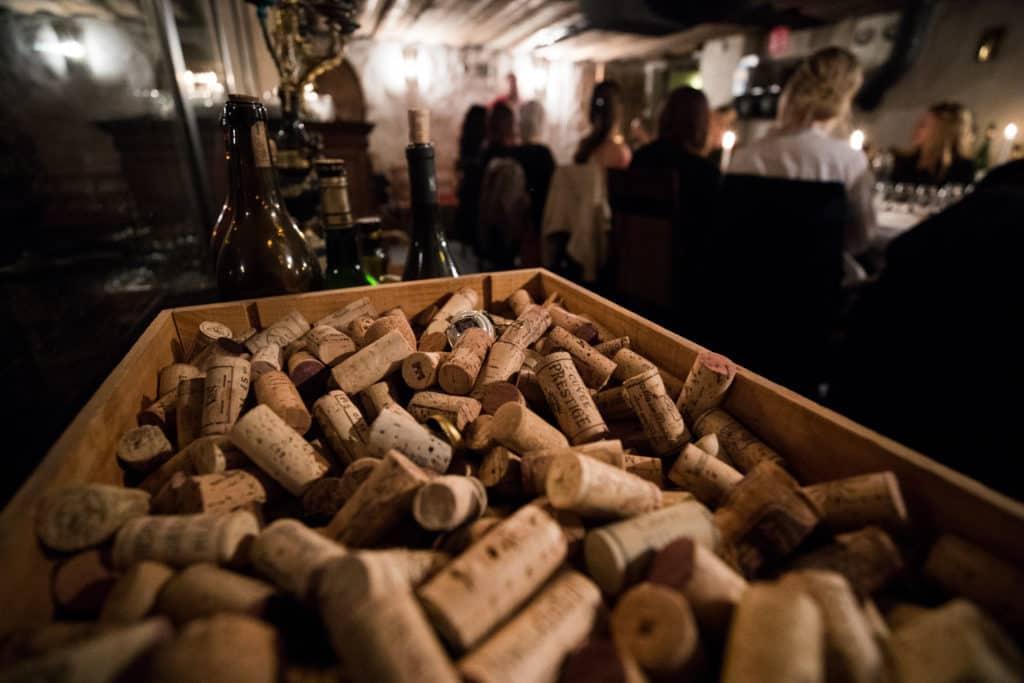 Champagneprovning Uppsala i en mysig vinkällare