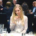 Whiskyprovning i Stockholm med fler deltagare som provar whisky