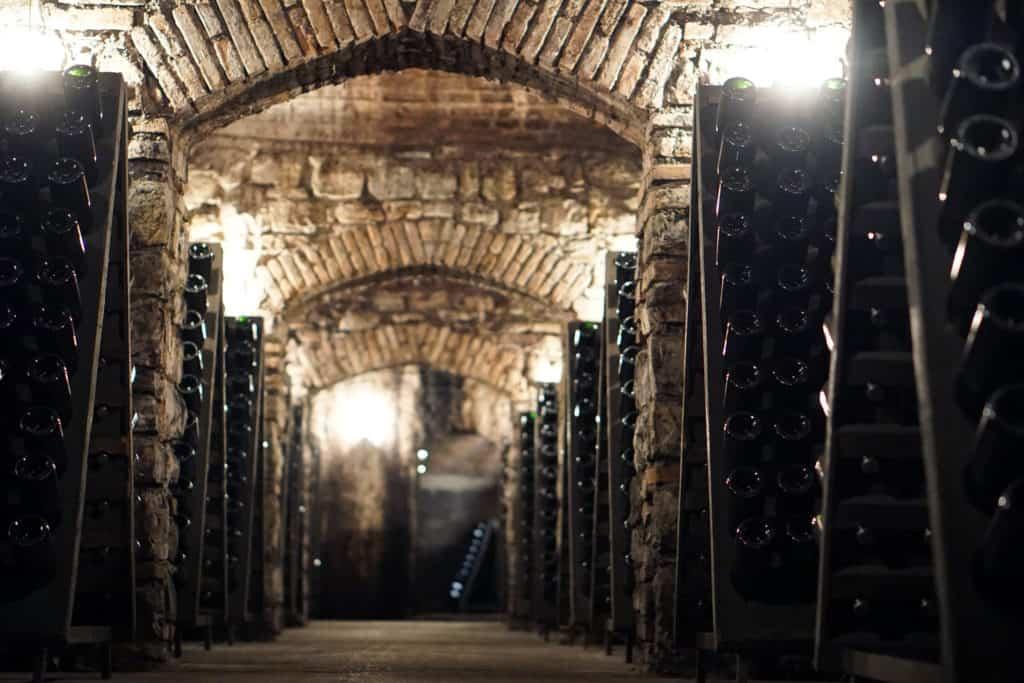 Företagsprovning i Uppsala bland champagneflaskor