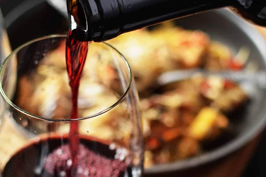 Rött vin till fisk stekt på låg värme