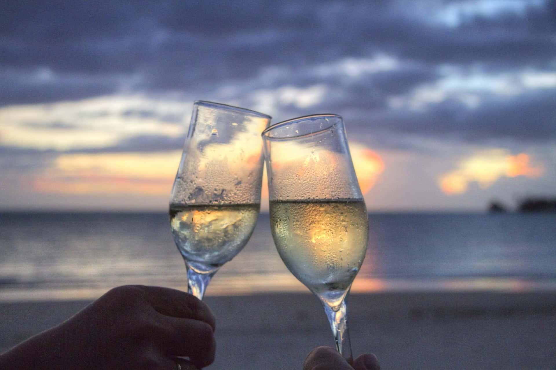 Det bästa mousserande vinet 2018 upphällt i två glas