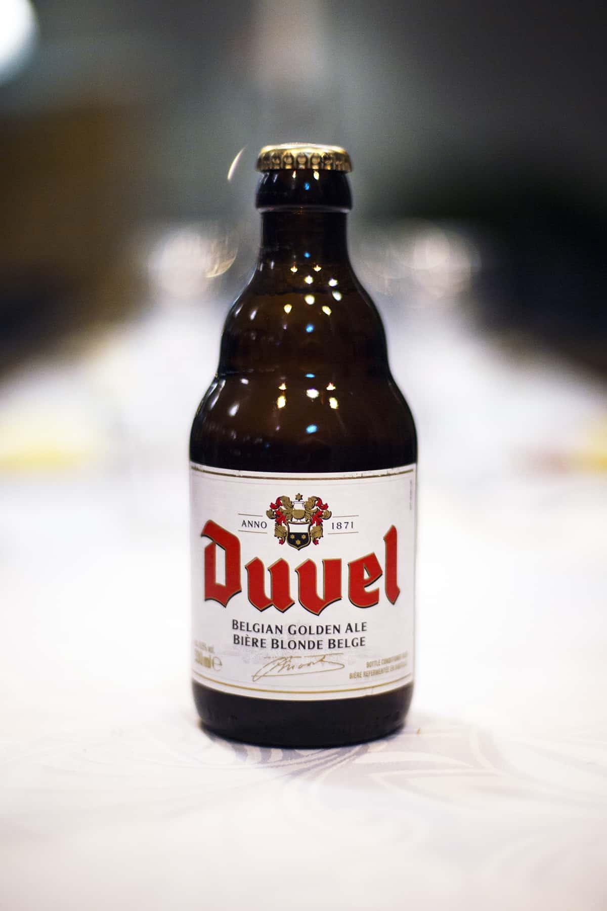 Ölen duvel på glasflaska