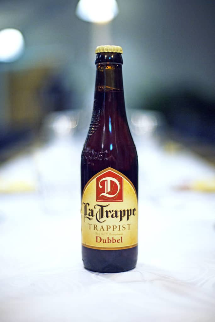La trappe dubbel i glasflaska öl