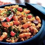God Paella med färska skaldjur och vitt vin